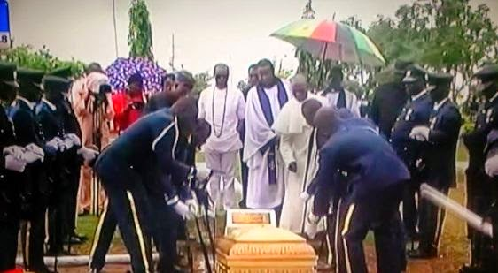 [PHOTOS] Naval Pilot who died in the Airforce helicopter crash buried