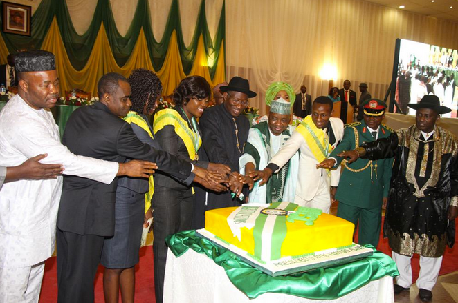 [PHOTOS] Jonathan Honours 164 NYSC Members With Scholarship, Employment