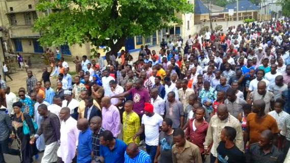 [PHOTOS, VIDEO] APC Members Protest Outcome Of Presidential Elections In Rivers