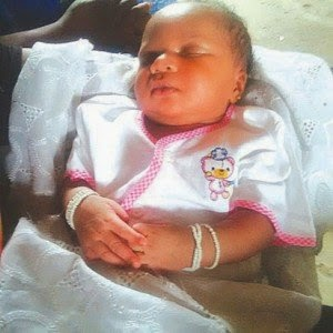 [PHOTO] 52 Year Old Woman Delivers Baby Holding Traditional Beads