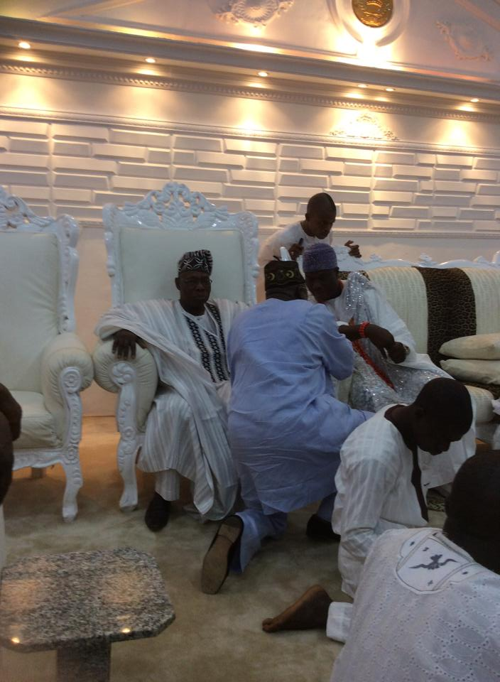 [PHOTOS] Obasanjo Prostrates Before Ooni of Ife During Visit