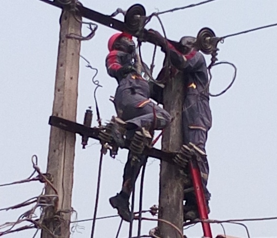 [PHOTOS] Two PHCN Staff Electrocuted To Death In Lagos