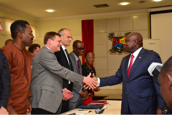 [PHOTOS] Governor Ambode Signs N844bn MoU For Construction Of 4th Mainland Bridge