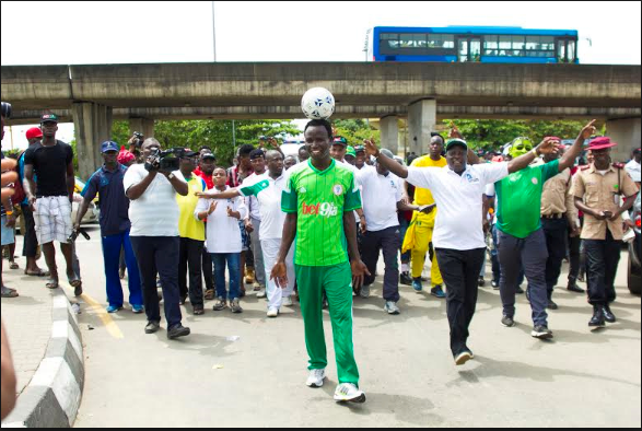 [PHOTOS] Nigeria's Harrison Chinedu Enters Guiness Book Of World Record