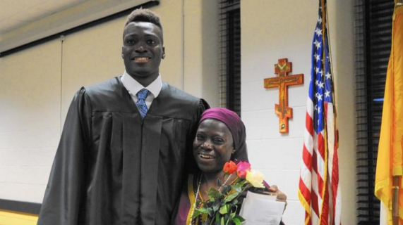 [PHOTO] US Students Surprise Nigerian Boy By Flying His Mother Over For His High School Graduation