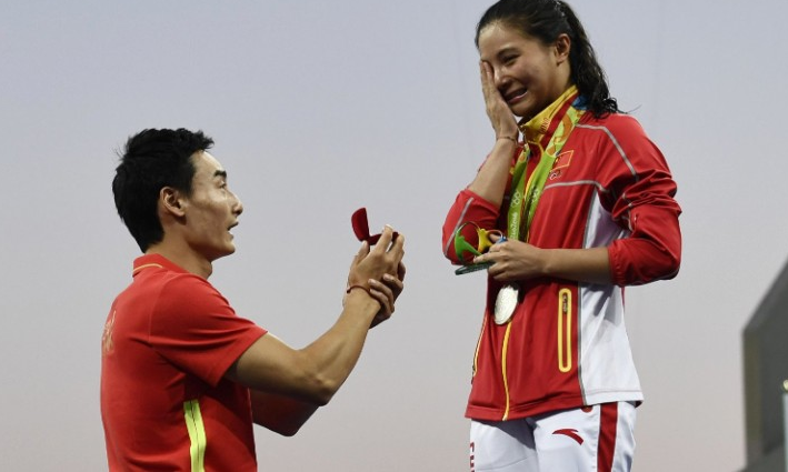 He Zi Man Proposes To Girlfriend After She Wins Olympic Medal