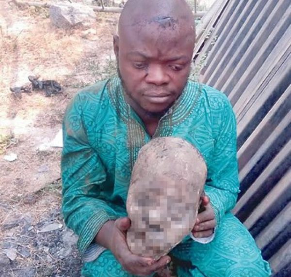 [PHOTO] How A Man Was Caught With Human Head In Oyo State