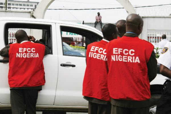 EFCC operatives at work - Yahoo Yahoo: Oyo Has Highest Number Of Internet, Cyber Crimes In South-West – EFCC