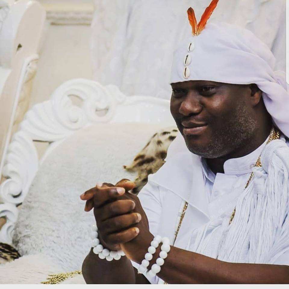 ooni 1 - [VIDEO] Nigerians Plead Blood of Jesus As Ooni of Ife Boards Plane With Incantations