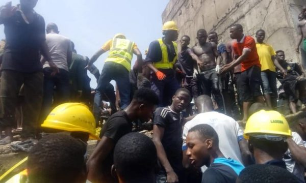 Three storey Building Collapses In Lagos Rescue Operations Ongoing 2 600x360 - [PHOTOS/VIDEO] Three-storey Building Housing A School Collapses In Lagos, Rescue Operations Ongoing