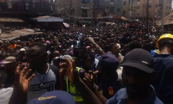 Three storey Building Collapses In Lagos Rescue Operations Ongoing 3 600x360 - [PHOTOS/VIDEO] Three-storey Building Housing A School Collapses In Lagos, Rescue Operations Ongoing