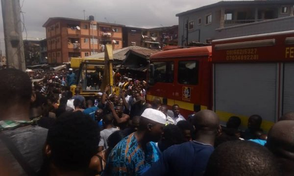 Three storey Building Collapses In Lagos Rescue Operations Ongoing 4 600x360 - [PHOTOS/VIDEO] Three-storey Building Housing A School Collapses In Lagos, Rescue Operations Ongoing
