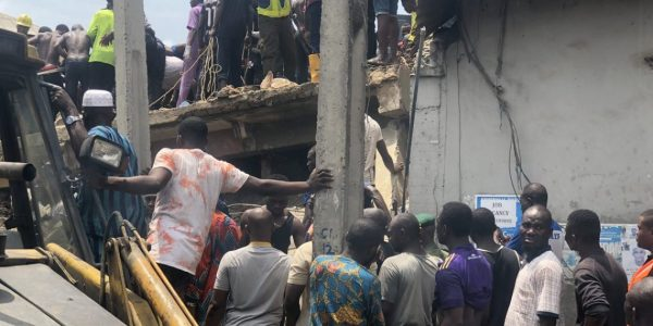 Three storey Building Collapses In Lagos Rescue Operations Ongoing 600x300 - [PHOTOS/VIDEO] Three-storey Building Housing A School Collapses In Lagos, Rescue Operations Ongoing