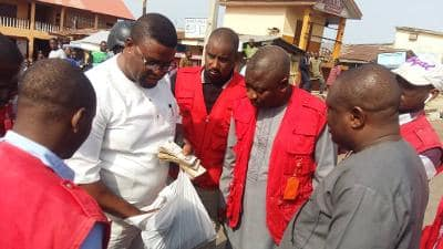 VOTE BUYING - [PHOTOS] EFCC Arrests Contestant With Cash To Buy Votes