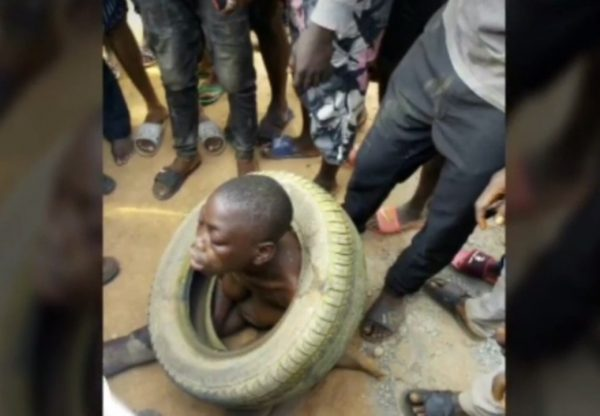Angry Mob Sets Two Suspected Phone Thieves Ablaze In Warri (graphic photos)